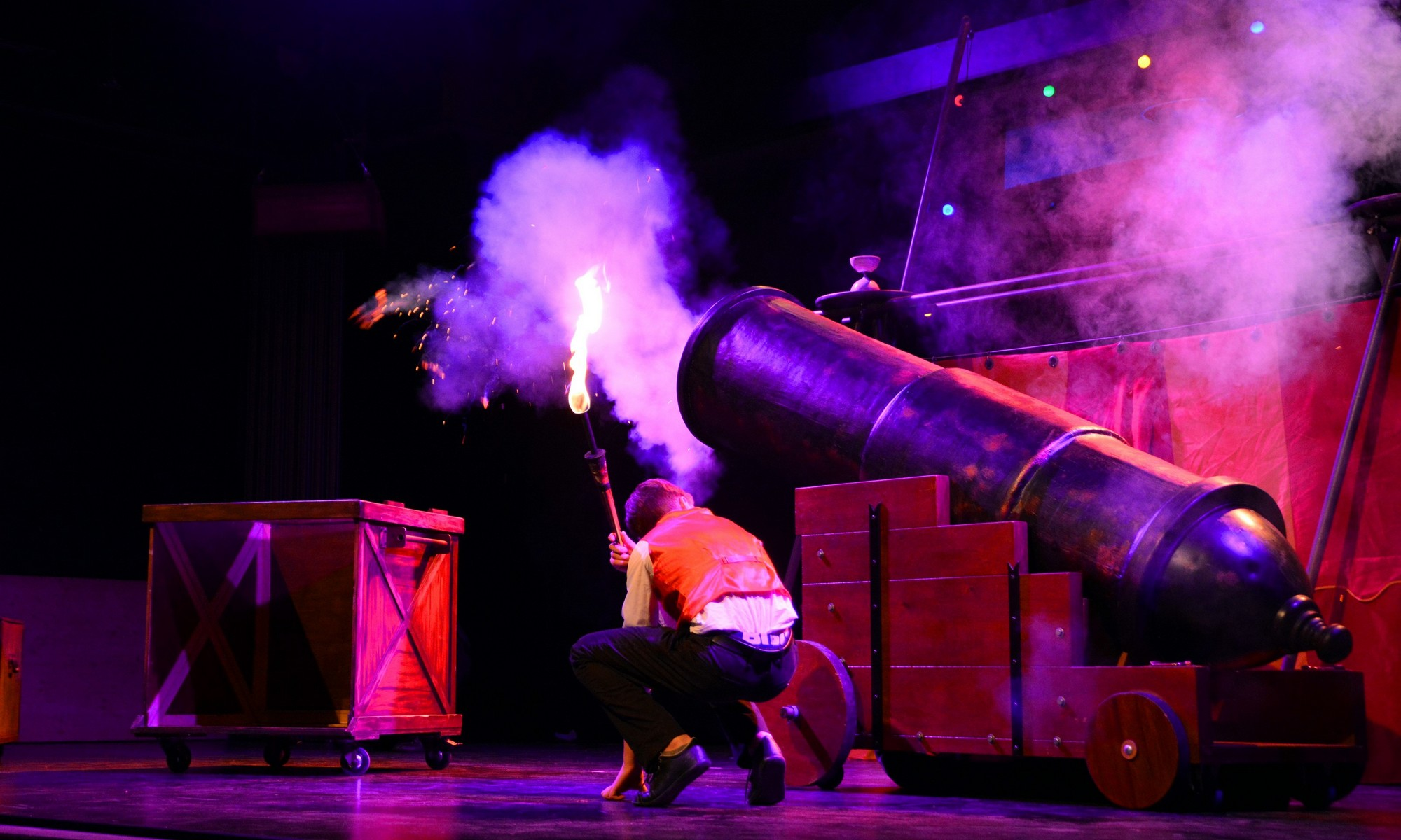 Spectacle de cirque avec canon
